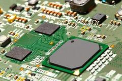 Cierre de la tarjeta de circuitos electrónicos para arriba Imágenes de archivo libres de regalías