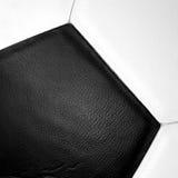 Cierre de la textura del balón de fútbol para arriba Fotografía de archivo