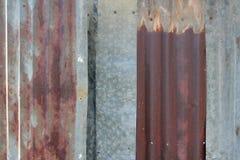 Cierre de la textura del cinc encima del viejo fondo oxidado de la textura del cinc Imagen de archivo