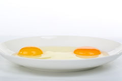 Cierre de la yema de huevo amarilla encima del tiro imagen de archivo libre de regalías