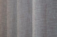 Cierre de lino beige gris de la cortina del fondo para arriba imagen de archivo