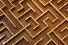 Cierre de madera del rompecabezas del laberinto del laberinto para arriba Fotos de archivo libres de regalías