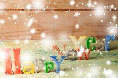 Cierre de madera multicolor de la Feliz Año Nuevo de la inscripción para arriba Fotos de archivo libres de regalías
