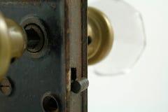 Cierre de puerta antiguo imagenes de archivo