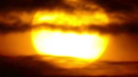 Cierre de Sun para arriba en nubes almacen de video