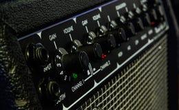 Cierre del amperio de la guitarra para arriba imagen de archivo