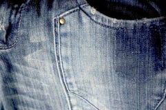 Cierre del bolsillo de los pantalones vaqueros para arriba Fotos de archivo