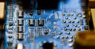 Cierre del circuito del microprocesador de la placa madre del ordenador para arriba Fotos de archivo libres de regalías