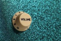 Cierre del control de volumen de la guitarra de la roca de Glam para arriba foto de archivo libre de regalías