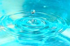 Cierre del descenso del agua para arriba Imagenes de archivo