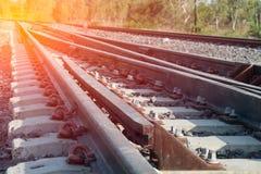 Cierre del detalle de las pistas de ferrocarril para arriba fotografía de archivo libre de regalías