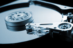 Cierre del disco duro del ordenador encima del detalle Fotos de archivo
