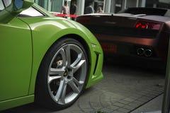 Cierre del frente del cupé de Lamborghini Gallardo ascendente y vista posterior Fotografía de archivo