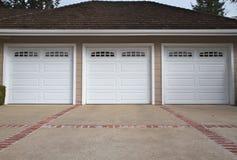 Cierre del garage de tres coches Fotografía de archivo