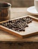 Cierre del grano de café para arriba en la madera Foto de archivo libre de regalías