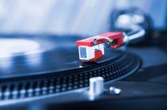 Cierre del jugador de disco de vinilo de la placa giratoria de DJ para arriba Foto de archivo libre de regalías
