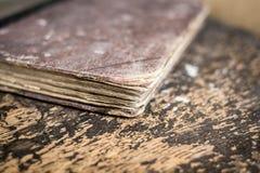 Cierre del libro viejo para arriba Fotografía de archivo