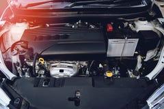 cierre del motor de coche encima del nuevo mecánico del motor del detalle imágenes de archivo libres de regalías