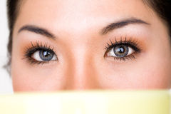 Cierre del ojo de la mujer de Beauriful para arriba Imagen de archivo