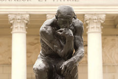 Cierre del pensador de Rodin para arriba Imagenes de archivo