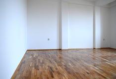 Cierre del piso de entarimado para arriba Sitio vacío del apartamento imagen de archivo libre de regalías
