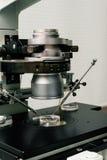 Cierre del proceso de la fertilización in vitro para arriba Equipo en el laboratorio de la fertilización, IVF Imagenes de archivo