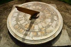 Cierre del reloj de sol del vintage encima de los detalles Fotografía de archivo libre de regalías