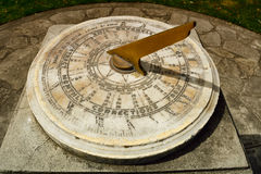 Cierre del reloj de sol del vintage encima de los detalles Imagen de archivo libre de regalías
