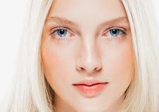 Cierre del retrato de la cara de la mujer de la belleza para arriba Girl modelo hermoso con P fotos de archivo libres de regalías