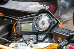 Cierre del tablero de instrumentos del avispón de Honda encima del tiro Imagen de archivo