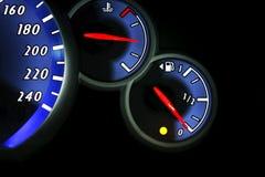 Cierre del tablero de la rociada del indicador de la gasolina para arriba Fotografía de archivo libre de regalías