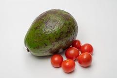 Cierre del tomate del aguacate y de cereza para arriba fotos de archivo libres de regalías