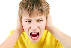 Cierre descontentado del niño los oídos Imágenes de archivo libres de regalías