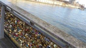 Cierre el puente del amor Fotos de archivo