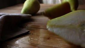 Cierre encima de la pera partida en dos Comida del otoño metrajes