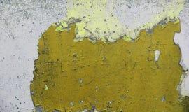 Cierre encima de la superficie de alta resolución de la pintura de peladura envejecida y resistida en una pared imágenes de archivo libres de regalías