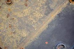 Cierre encima de la vieja cubierta oxidada del tanque de gasolina para la textura del fondo imágenes de archivo libres de regalías