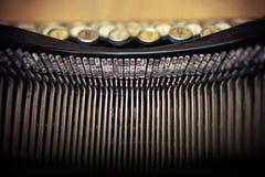 Cierre encima de la vieja textura del fondo del concepto de la tipografía del maschine de la máquina de escribir del vintage fotos de archivo libres de regalías