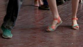 Cierre encima de las piernas de baile