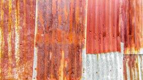 Cierre encima de oxidado viejo galvanizado foto de archivo libre de regalías