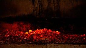 Cierre encima del fuego de la ceniza del carbón de leña que quema caliente fotografía de archivo libre de regalías