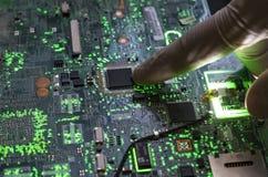 Cierre encima del tablero electrónico nano hermoso f de la tecnología imagenes de archivo