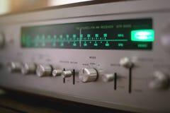 Cierre estéreo del receptor del vintage para arriba Indicador del dial fotografía de archivo libre de regalías