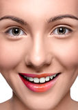 Cierre feliz sonriente de la cara de la mujer para arriba Foto de archivo libre de regalías