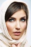 Cierre femenino del modelo del estilo de la belleza encima del retrato Fotos de archivo