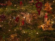 Cierre festivo del árbol para arriba imagen de archivo libre de regalías