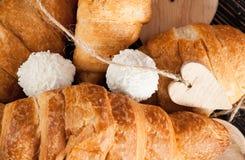 Cierre fresco del croissant para arriba imagen de archivo libre de regalías