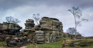 Cierre fuertemente el afloramiento de roca en las rocas históricas de Brimham en Yorkshire Fotografía de archivo