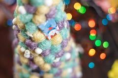 Cierre hecho a mano del árbol de navidad para arriba como fondo Foto de archivo