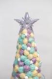 Cierre hecho a mano del árbol de navidad para arriba como fondo Fotografía de archivo